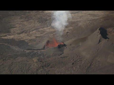 العرب اليوم - شاهد : الأرض تخرج حممًا متوهجة في جزيرة لاريونيون الفرنسية