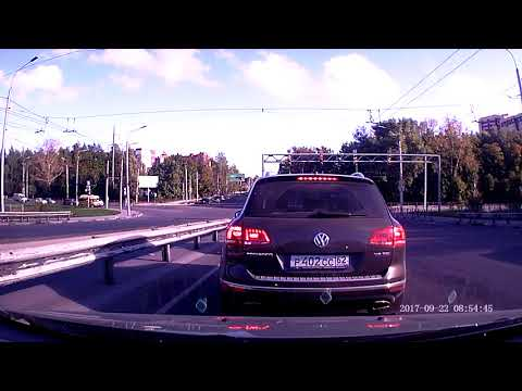 В Рязани Land Cruiser перевернулся после столкновения на перекрёстке