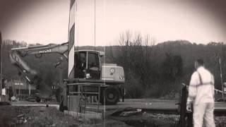 preview picture of video 'Windbergbahn: Bahnübergang Freital-Birkigt, Coschützer Straße - anno 2013'