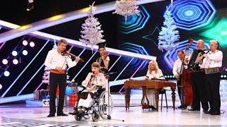 Alexandra, copila diagnosticată cu paralizie cerebrală infantilă, cântă alături taraful Marinache