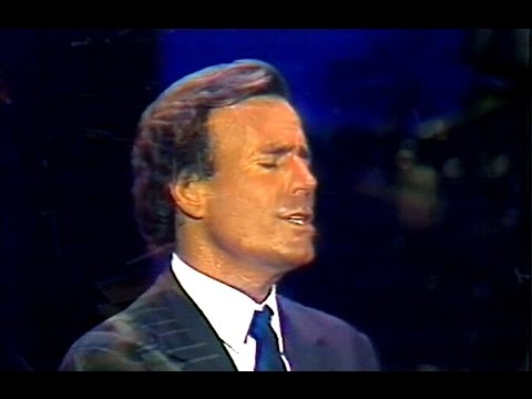 Julio Iglesias - Momentos / Abrazame (Live-1989-sound enhancement)