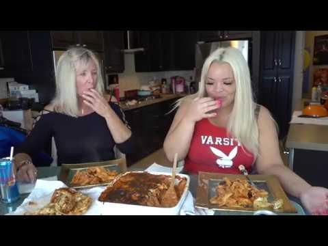 MOM COOKS ITALIAN FOOD FOR ME! BAKED ZITI FAMILY MUKBANG