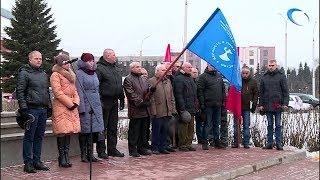 День Неизвестного солдата в Великом Новгороде открыли митингом у памятника героям-ополченцам