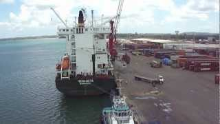 preview picture of video 'Container ship unloads -- Guatemala 3-7-13'