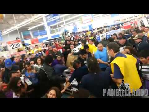 Crazy Wal Mart Black Friday fight for TV - Locura de Black Friday