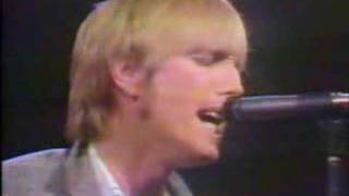 """Tom Petty with Tom Snyder 1981 part 3 of 3 - performing """"A Woman In Love"""""""