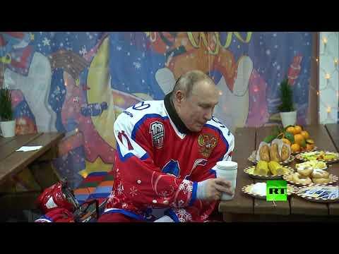 العرب اليوم - شاهد: الرئيس فلاديمير بوتين يشرب من كوبه الشهير ويأكل الذرة