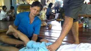 preview picture of video 'Pelvic Adjustment Pho Thale Pichit Thailand อ.ชาญ อ.บุญมี หมอพื้นบ้านจัดกระดูก โพทะเล'