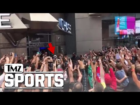 Floyd Mayweather Swarmed at NYC Bank, Insane Video | TMZ Sports
