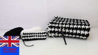 """Crochet Tutorial: How to crochet a scarf with the """"Puff Stich""""-Technique - Black and White winter"""