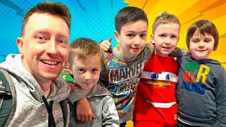 ВСТРЕЧА маленьких БЛОГЕРОВ Илья, Артур и Давид Boys and Toys с Timko Kid и Картонка Family