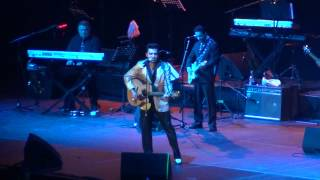 Elvis Presley - That's Alright Mama , Justin Shandor HD en Movistar Arena Santiago (31/08/2012)