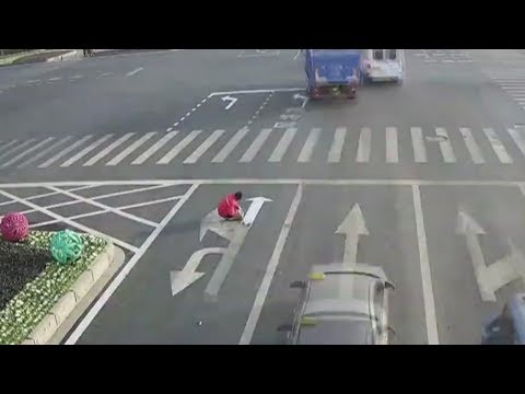 Man paints own illegal road markings in eastern China