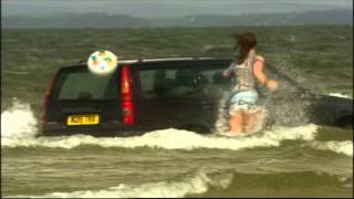 Extrait (VO): Scarlett's car gets flooded in the sea