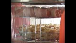 Картофель фри и сосиски в беконе в аэрогриле