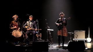 Sages Comme Des Sauvages - Two Wooden Spoons - This is the kit  [ Cover] - With Kate Stables