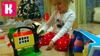 Подарки Кате от Деда Мороза / Открываем игрушки под Новогодней ёлкой 2016