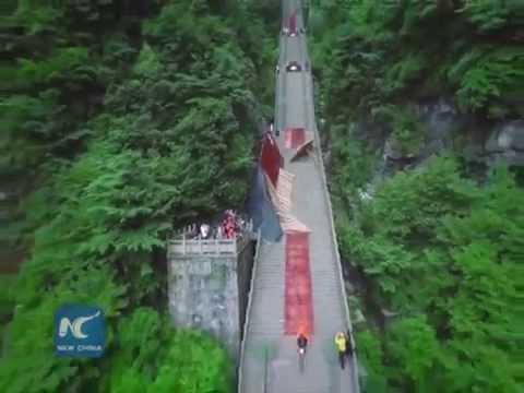 Mountain bike challenge in Zhangjiajie, down 999 steps to the destination