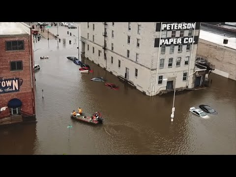 Crews evacuated people from some buildings and cars Tuesday afternoon after a flood barrier failed along the Mississippi River, sending floodwaters rushing into downtown Davenport, Iowa. (May 1)