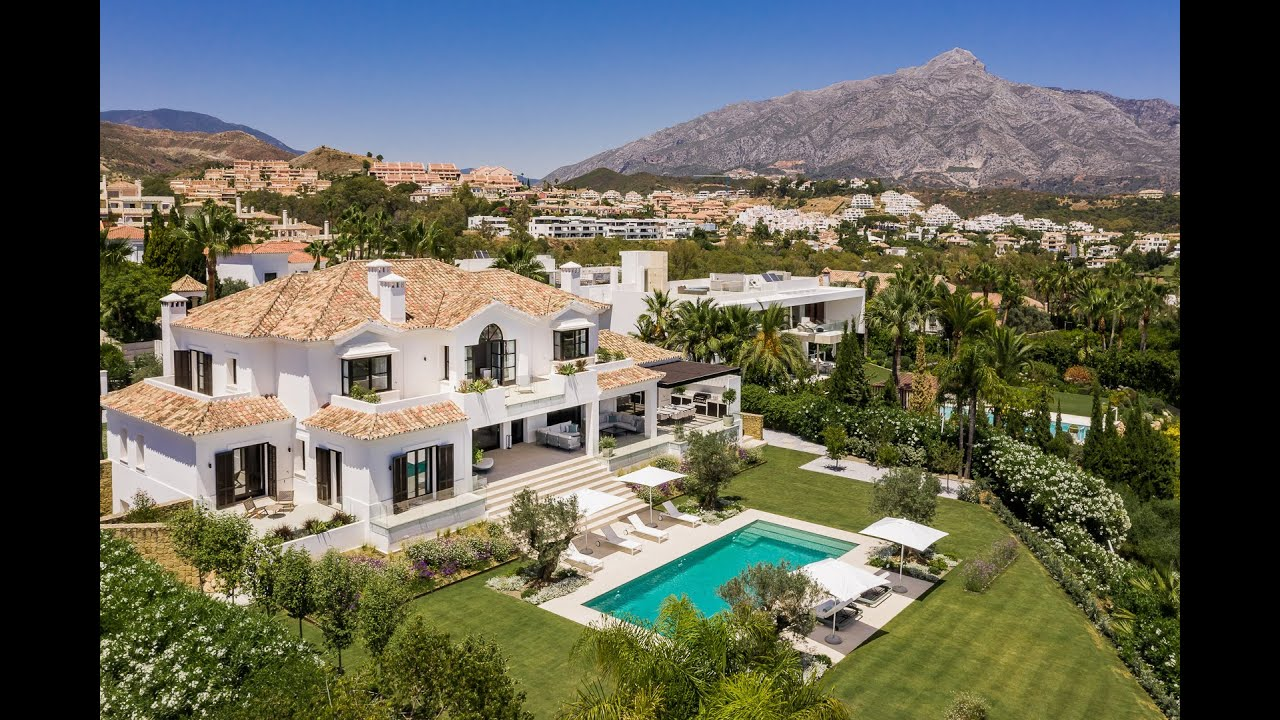 Modern villa for sale designed by Miguel Tobal with panoramic sea views, Nueva Andalucia