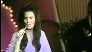 "Loretta Lynn sings ""Coal Miner's Daughter"" 1971"