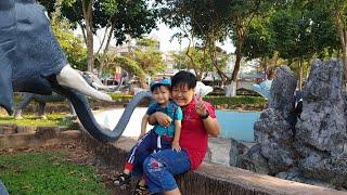 Tin và anh Hai đi chơi công viên xem động vật