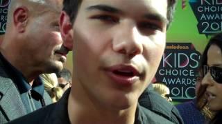 Nickelodeon , Taylor Lautner at the 2010 Nickelodeon Kids Choice Awards