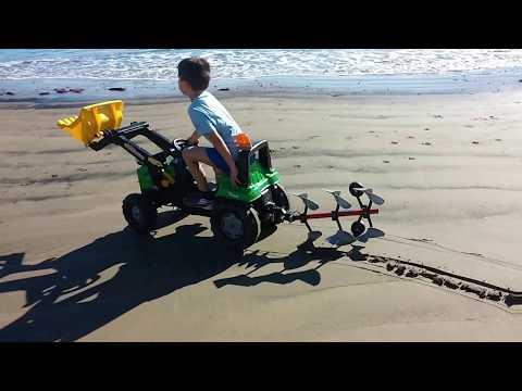Tractor a pedales con arado.  Rolly toys
