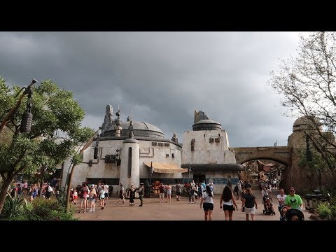 Is Star Wars Land Still Crowded? | New Stores, Single Rider On Smuggler's Run & Friday The 13th Fun!