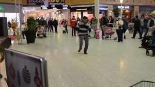 Таджик танцует от души