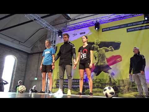 FC Twente-speelster Simone Kets eregast bij 'meidendag' BAS Voetbal