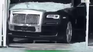Rolls Royce разбил витрину в Алматы. Что произошло?