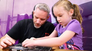 My 6 Year Old Daughter Builds Her First Gaming PC
