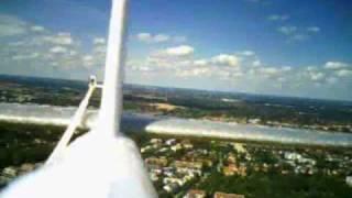 preview picture of video 'Flugvideo (Heckperspektive) mit Modellflugzeug bei München / Gräfelfing'