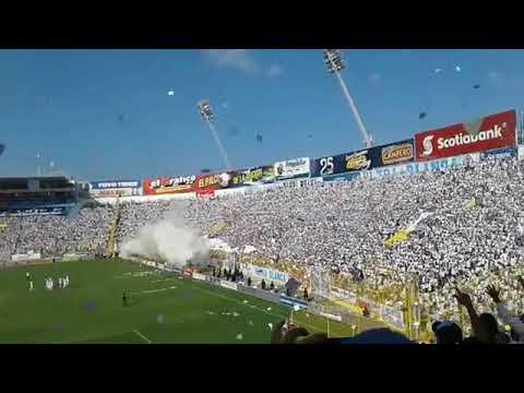 """""""Recibimiento Alianza fc vs Santa tecla FINAL en la """"Bombonera Salvadoreña"""""""" Barra: La Ultra Blanca y Barra Brava 96 • Club: Alianza"""