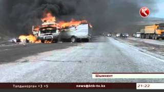 На трассе Ташкент -- Шымкент дотла сгорел микроавтобус