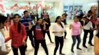 preview picture of video 'FLASH MOB YES PLUS RAIPUR'
