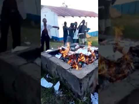shocking  VIDEO OF HIGH SCHOOL STUDENTS CAUGHT ON CAMERA ABUSING CS MATIANGI AN