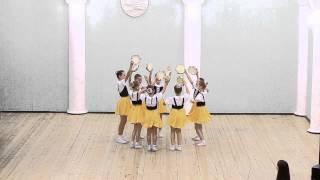 """Танец """"Тарантелла""""исполняют учащиеся третьего класса хореографического отделения"""