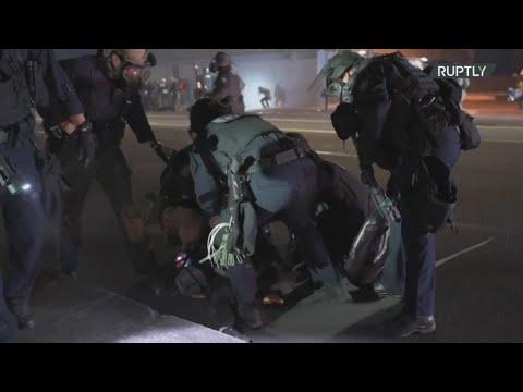 ΗΠΑ: Η αστυνομία συλλαμβάνει διαδηλωτές κατά τη διάρκεια διαδήλωσης BLM στο Πόρτλαντ