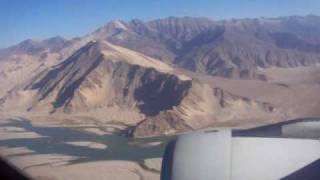 preview picture of video 'Where's the runway? Approach and landing at Gonggar airport for Lhasa Tibet'