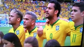 Vidéo p. 154 - L'hymne brésilien chanté a cappella par l'équipe nationale et la foule, 2014