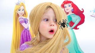 Stacy quiere ser princesa y juega en un salón de belleza.
