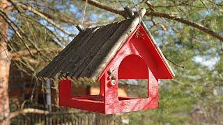 Смотреть онлайн Как сделать кормушку для птиц своими руками