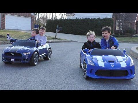 Dodge Viper Kids Vehicle! Kid Trax 12 volt Electric Dodge Viper Unboxing and Kids Play