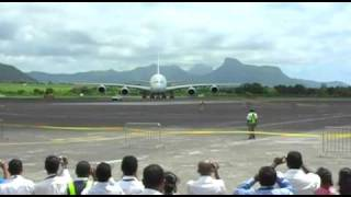 preview picture of video 'A380 first landing Mauritius'