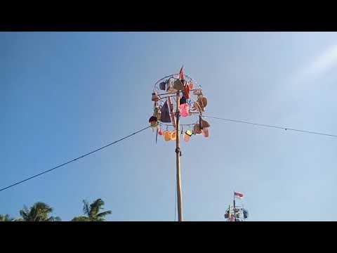 Panjat pinang menuju puncak memperingati HUT RI ke 74 desa Bojong Kawunganten Cilacap