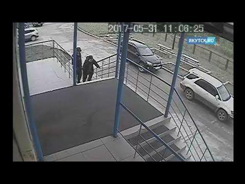 За час до смерти:  камера сняла, как пенсионер поднимается по лестнице больницы в Томмоте