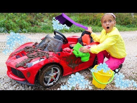 Sofia Pretend Play with Car Wash for Children and  with Cleaning Toys! (видео)