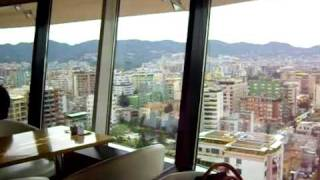 preview picture of video 'A Tirana, sulla cima della Sky Tower, c'è un bar che gira!!!'